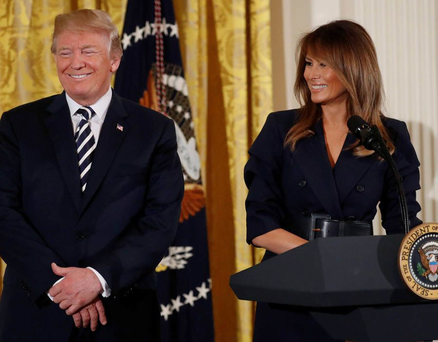 melania_and_trump_smile-at-podium